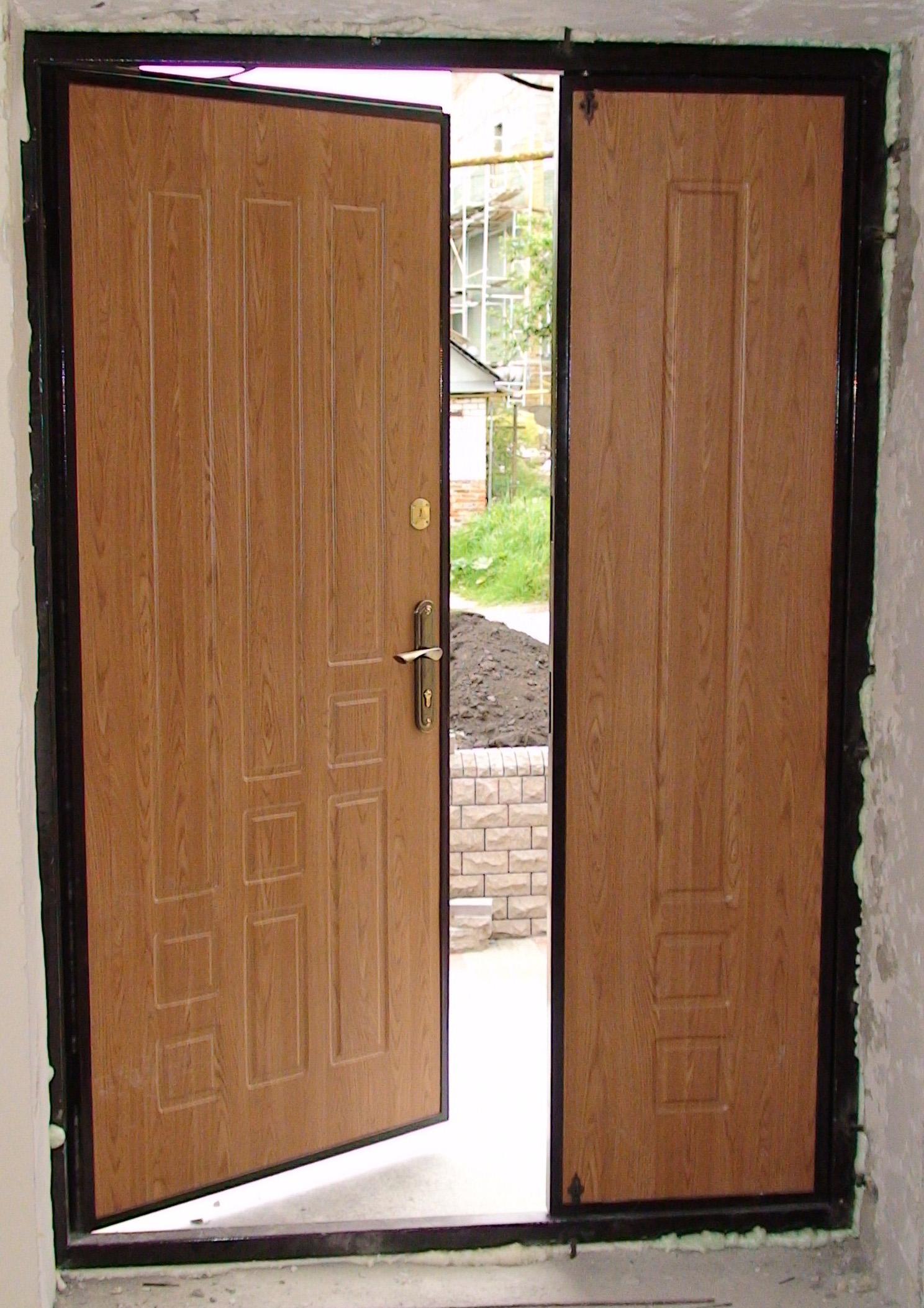 установка входной двери с двумя створками