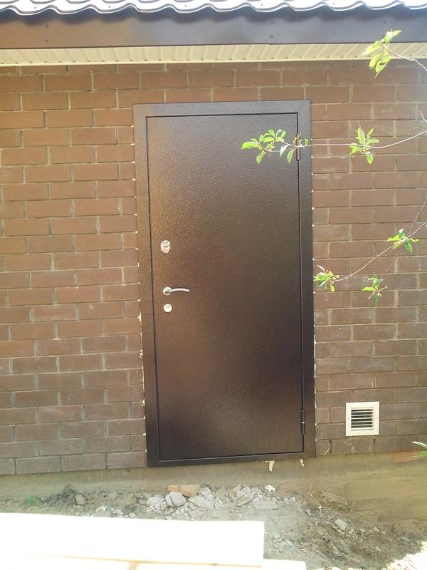 входная уличная дверь порошковая